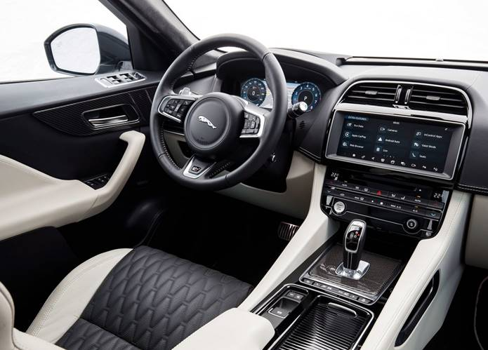 jaguar f-pace svr interior painel
