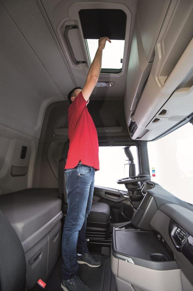 novo scania r 2019 interior cabine leito e com teto alto
